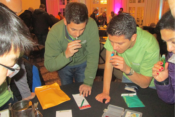Players collaborate to solve a puzzle using their sense of smell.